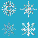 Het ontwerpreeks van de nieuwjaarsneeuwvlok Het ontwerpreeks van de hemelster Witte geometrische voorwerpen op blauwe achtergrond Stock Foto