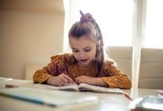 Het ontwikkelen van een liefde voor lezing van een vroege leeftijd royalty-vrije stock afbeelding
