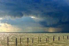 Het onweer is dreigend Stock Foto