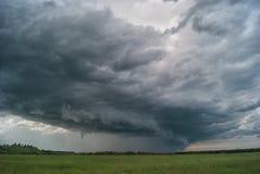Het onweer komt aan de vallei Royalty-vrije Stock Afbeeldingen