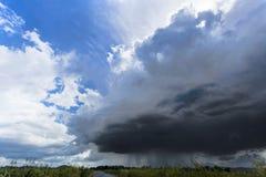 Het onweer komt vooruit regenend Royalty-vrije Stock Fotografie