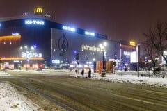 Het Onweer van de de wintersneeuw in de Stad van Boekarest bij Nacht Royalty-vrije Stock Fotografie