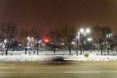 Het Onweer van de de wintersneeuw in de Stad van Boekarest bij Nacht Stock Fotografie