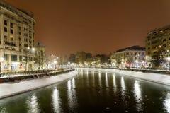 Het Onweer van de de wintersneeuw in de Stad van Boekarest bij Nacht Stock Afbeelding