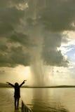 Het onweersmeisje stock afbeelding