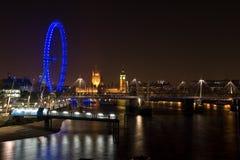 Het Oog van het Paleis en van Londen van Westminster bij nacht Royalty-vrije Stock Fotografie