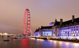 Het Oog van Londen bij nacht wordt bekeken die Royalty-vrije Stock Fotografie