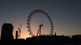 Het Oog van Londen bij zonsopgang in Londen Stock Foto