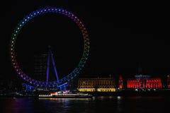 Het Oog van Londen, dat in partijkleuren wordt aangestoken op verkiezingsnacht Royalty-vrije Stock Foto