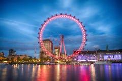 Het Oog van Londen in de avond Stock Afbeelding