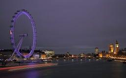 Het Oog van Londen en Huizen van het parlement Stock Afbeeldingen