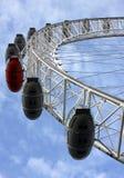 Het oog van Londen met blauwe hemel Stock Foto's