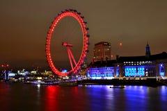 Het Oog van Londen in nachtlichten | lange blootstellingsfoto Royalty-vrije Stock Afbeeldingen