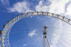 Het Oog van Londen tegen dag Stock Foto's