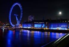 Het oog van Londen tijdens de nacht Stock Foto