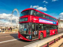 Het Oog van Londen, Westmister-Brug & Rode Bus Londen Stock Foto's