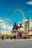 Het Oog van Londen, Westmister-Brug & Toeristen Londen Royalty-vrije Stock Fotografie