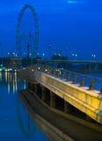 Het Oog van Singapore vóór Dawn Royalty-vrije Stock Afbeeldingen