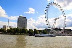 Het Oog Wheal van Londen en de rivier van Theems Stock Foto