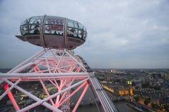 Het Ooggondel en Stad van Londen stock fotografie