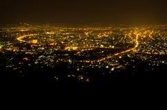 Het oogmening van de vogel boven stad Chiengmai in nacht Stock Fotografie