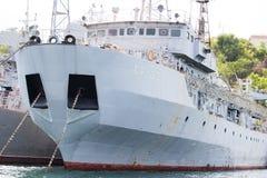 Het oorlogsschip wordt gedokt De Zwarte Zee Stock Foto