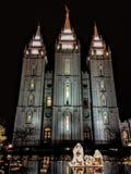Het oosten Fascade van de Mormoonse Tempels van Salt Lake City LDS met Geboorte van Christus is de eigenschap van het cirkelwater Royalty-vrije Stock Foto's