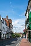 HET OOSTEN GRINSTEAD, HET WESTEN SUSSEX/UK - 14 AUGUSTUS: Mening van Hoge St Royalty-vrije Stock Afbeeldingen