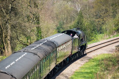 HET OOSTEN GRINSTEAD, SUSSEX/UK - 06 APRIL: Stoomtrein op Bluebe Stock Fotografie