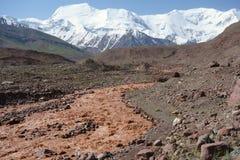 Het oosten Kuzulsu van de chocoladerivier. Noord-Pamir. Royalty-vrije Stock Afbeeldingen