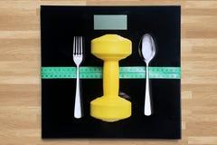 Het op dieet zijn en geschiktheidsconcept op houten lijst Royalty-vrije Stock Foto