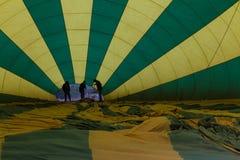 Het opblazen van een ballon Royalty-vrije Stock Foto's