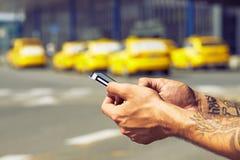 Het opdracht geven van tot taxi royalty-vrije stock fotografie