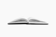 Het open boek, sluit omhoog Geïsoleerdj op witte achtergrond stock foto's