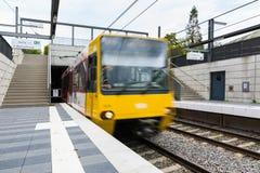 Het Openbare Vervoermetro Front Moving Train van Stuttgart royalty-vrije stock fotografie