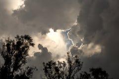 Het openen in de bewolkte hemel royalty-vrije stock fotografie