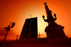 Het openen van brug over de Neva-rivier in St. Petersburg Stock Afbeelding