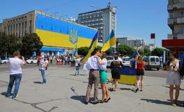 Het openen van de grootste op dat ogenblik stevige vlag in de Oekraïne Royalty-vrije Stock Afbeeldingen