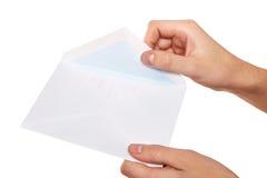 Het openen van envelop Stock Fotografie