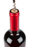 Het openen van fles rode wijn Royalty-vrije Stock Fotografie