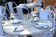 Het openlucht restaurant plaatsen Stock Afbeelding