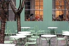 Het openlucht restaurant plaatsen Stock Foto's