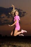 Het openlucht springen van het meisje Royalty-vrije Stock Foto's