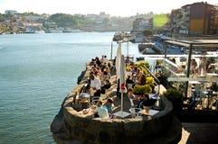 Het openluchtleven in de stad van Porto in Portugal Stock Foto's