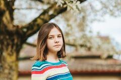 Het openluchtportret van jongelui preteen meisje Stock Fotografie