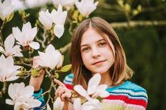 Het openluchtportret van jongelui preteen meisje Stock Foto's