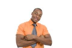 Het opgewekte Afrikaanse Amerikaanse bedrijfsmens vieren Stock Foto