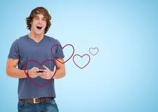 Het opgewekte mens texting op mobiele telefoon met digitaal geproduceerd rood hart Stock Foto's