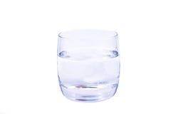 Het oplossen van de aspirine in het glas water Stock Foto's