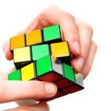 Het oplossen van het probleem raadselkubus stock afbeeldingen